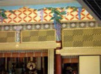 本堂内の藤の花彫刻